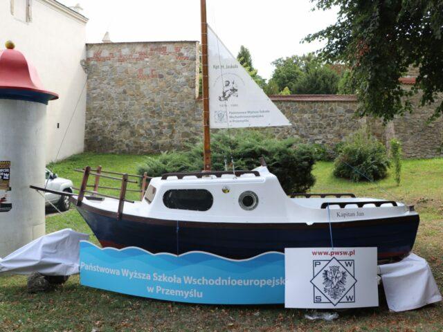 Wystawa plenerowa poświęcona Henrykowi Jaskule (łódka PWSW)