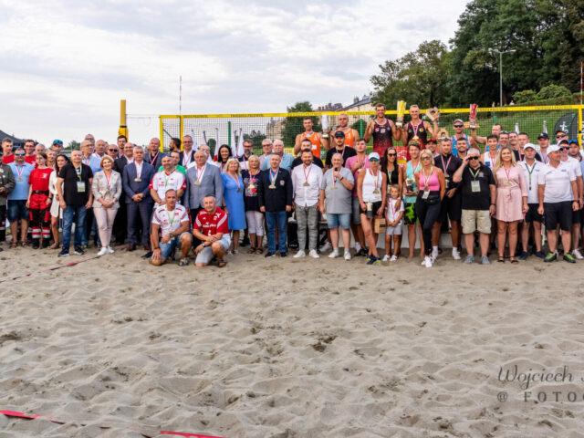 Uczestnicy V Mistrzostw Polski Służb Mundurowych w Siatkówce Plażowej