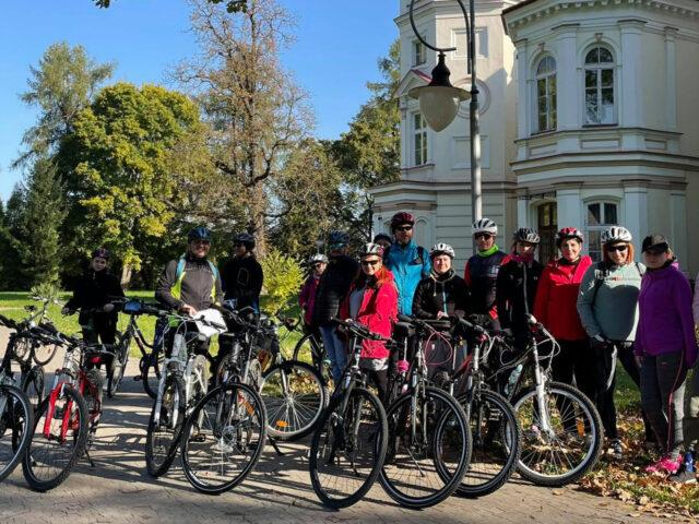 Zdjęcie grupowe pod Pałacem Lubomirskich
